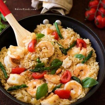 Delicious and easy dinner recipe - One Pan Shrimp and Basil Orzo/ Risoni Pasta, ready in just 30 minutes!