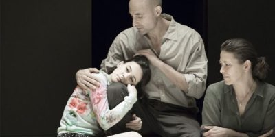 Szenenbild aus A VIEW FROM THE BRIDGE - Eddie (Mark Strong) will seine Tochter schützen. - Photo by Jan Versweyveld