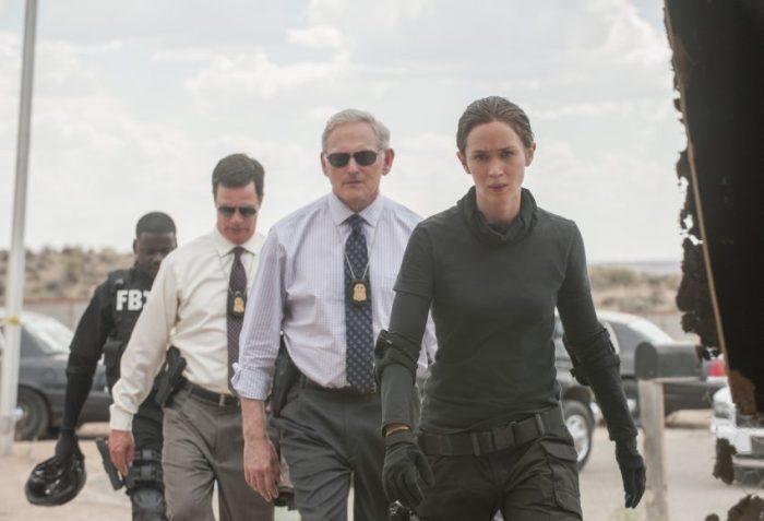 Szenenbild aus SICARIO - FBI-Agentin Kate Macer (Emily Blunt) und ihre Kollegen - © 2015 StudioCanal