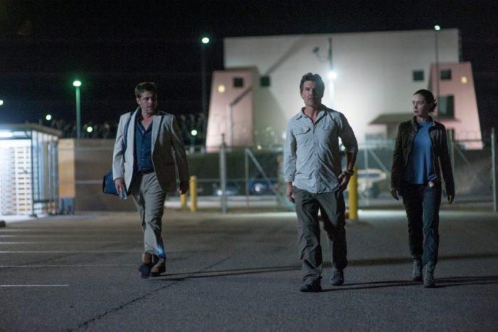 Szenenbild aus SICARIO - Alejandro (Benicio Del Toro, links) Matt (Josh Brolin, mittig) und Kate (Emily Blunt, rechts) im Quartier - © 2015 StudioCanal