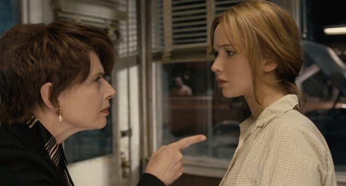 Filmstill JOY - Joy (Jennifer Lawrence) unter Druck - © 2015 20th Century Fox
