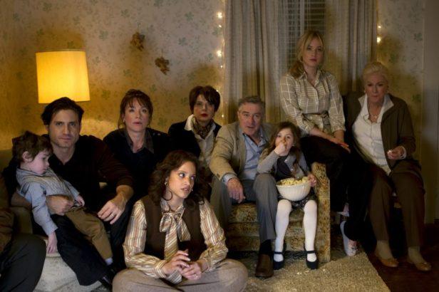 Filmstill JOY - Die traute Familienidylle trügt - © 2015 20th Century Fox