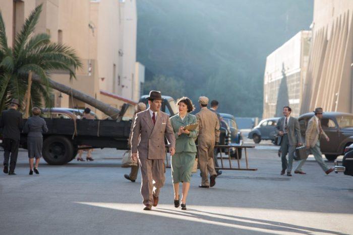 """Filmstill HAIL, CAESAR - Eddie (Josh Brolin) eilt von einer """"Baustelle"""" zur nächsten - © Universal Pictures"""