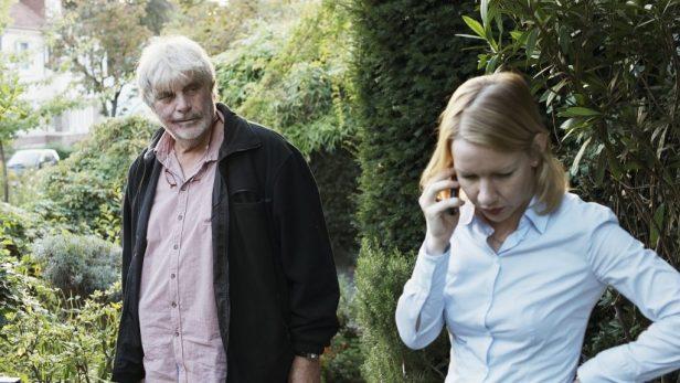 Winfried (Peter Simonischek) sucht den Kontakt zu Tochter Ines (Sandra Hüller) - © NFP