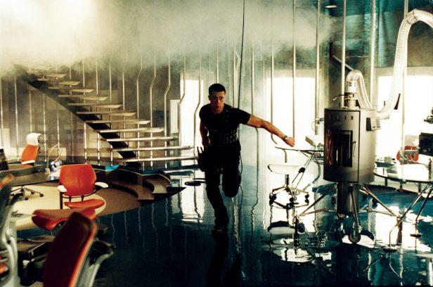 John (Brad Pitt) jagt seine Frau - © Studiocanal