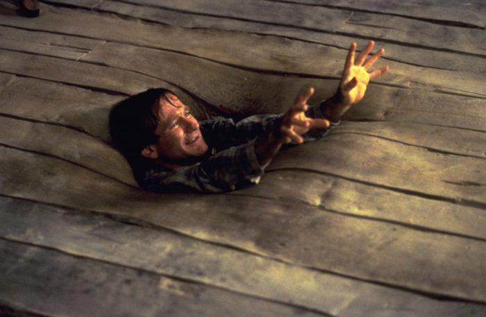 Szenenbild aus JUMANJI (1995) - Alan (Robin Williams) versinkt im Boden - © Sony Home
