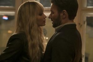 Filmstill aus RED SPARROW (2018) - Dominika (Jennifer Lawrence) kommt Nate Nash (Joel Edgerton) näher. - © 20th Century Fox