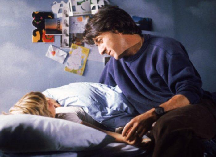 Szenenbild aus KRAMER GEGEN KRAMER - KRAMER VS. KRAMER (1979) - Ted (Dustin Hoffman) kümmert sich um seinen Sohn. - © Sony Home Entertainment