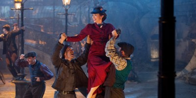 Szenenbild aus MARY POPPINS RETURNS (2018) - MARY POPPINS RÜCKKEHR - Mary Poppins (Emily Blunt) - © Disney