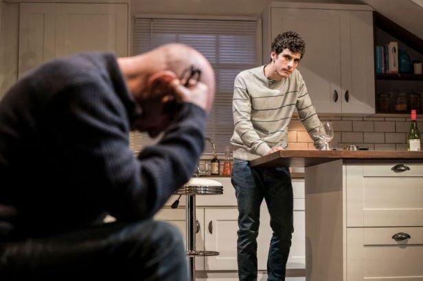 Szenenbild aus ADMISSIONS - Trafalgar Studios, London - Charlie (Ben Edelman) - Photo Credit: Johan Persson