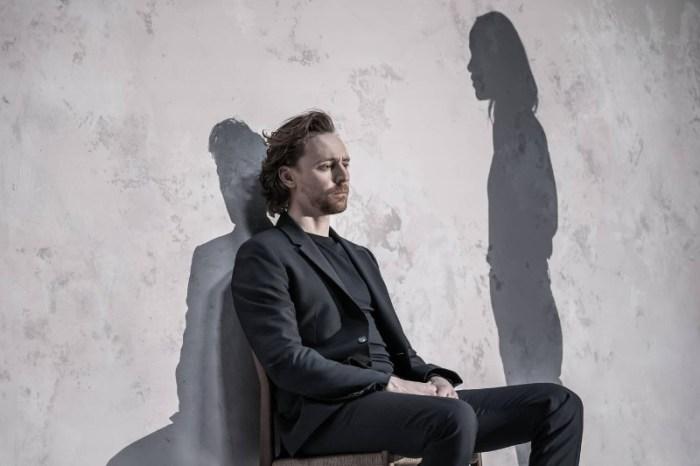 Szenenbild aus BETRAYAL - Robert (Tom Hiddleston) - Photo Credit: Marc Brenner