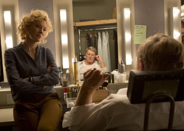Szenenbild aus TRUTH - DER MOMENT DER WAHRHEIT - Mary Mapes (Cate Blanchett) überzeugt Dan Rather (Robert Redford). - © Warner Bros.