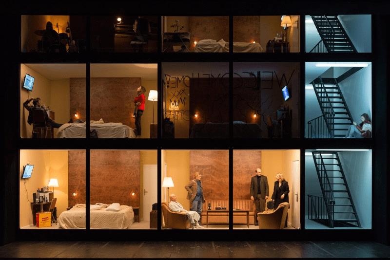 Szenenbild aus HOTEL STRINDBERG - Burgtheater Wien - Max Rothbart, Barbara Horvath; Michael Wächter, Aenne Schwarz, Caroline Peters - © Reinhard Werner/Burgtheater