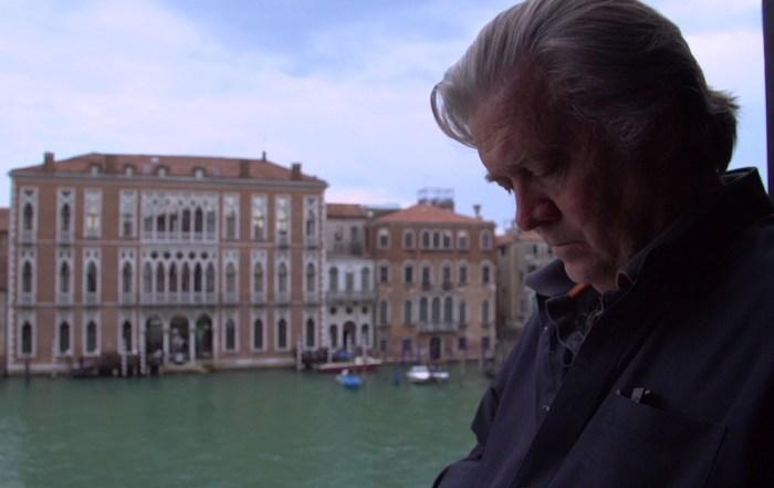 Szenenbild aus THE BRINK (2019) - Steve Bannon in Venedig- © Filmfest München