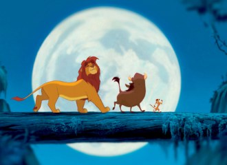 Szenenbild aus THE LION KING - DER KÖNIG DER LÖWEN (1994) - Simba, Pumbaa und Timon - © ©Disney Enterprises, Inc. All Rights Reserved.