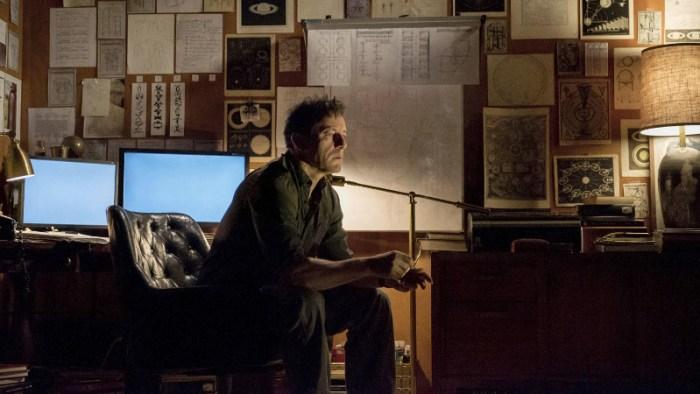 Szenenbild aus THE OA - 1. Staffel - Dr. Hunter Percy (Jason Isaacs) versucht herauszufinden, was nach dem Tod kommt. - © Netflix