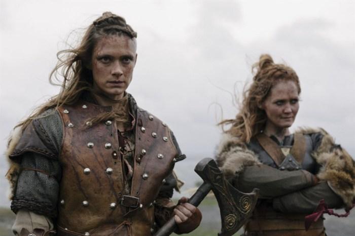 Szenenbild aus BEFOREIGNERS - Alfhildr (Krista Kosonen) und Urd (Ágústa Eva Erlendsdóttir) - © HBO Nordic