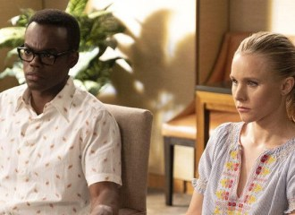 Szenenbild aus THE GOOD PLACE - Staffel 3 - Chidi (William Jackson Harper) und Eleanor (Kristen Bell) - © NBO