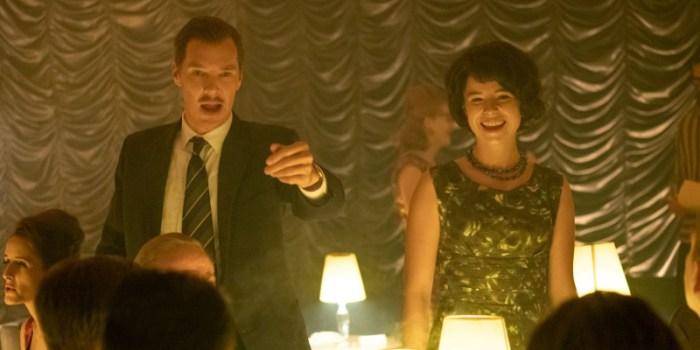 Szenenbild aus THE COURIER - Greville Wynne (Benedict Cumberbatch) und Frau Sheila (Jessie Buckley) - © Nick Wall/Telepool