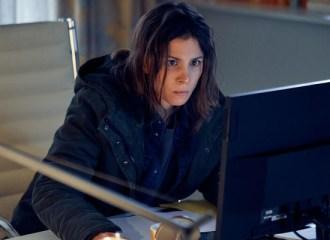 Szenenbild aus UNBROKEN - Alexandra Enders (Aylin Tezel) - © ZDF/Frank Dicks