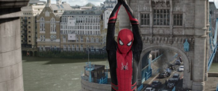 Szenenbild aus SPIDER-MAN: FAR FROM HOME - Spider-Man (Tom Holland) in London. - © Sony Pictures