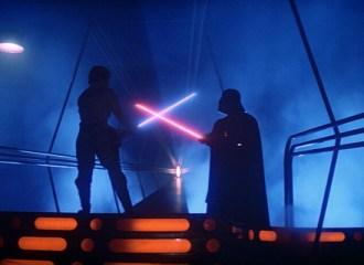 Szenenbild aus THE EMPIRE STRIKES BACK - Luke (Mark Hamill) kämpft gegen Darth Vader (David Prowse) - © 20th Century Fox