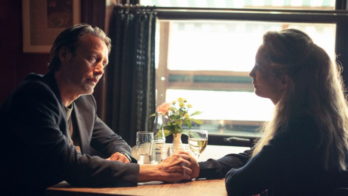 Szenenbild aus DER RAUSCH - DRUK - Martin (Mads Mikkelsen) und Tine (Maria Bonnevie) - © Weltkino