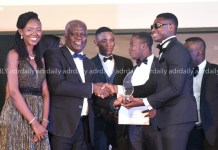 Mr Solomon Kotei (second left) presenting an award to a best worker