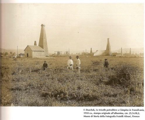 """""""Câmpina... Transilvania (!)"""" –en réalité en Valachie- avec ses puits de pétrole, dans la Collection Alinari"""