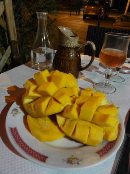 Mango servit la restaurant: recto...