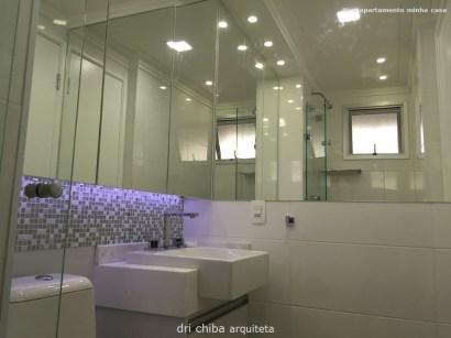 Vista do Banheiro - armário com portas de espelhos