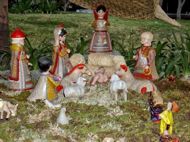 Nacimiento hecho por artesanos mexicanos ~ Foto cortesía de Carlos Contreras de Oteyza