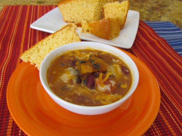 Chili served with corn bread