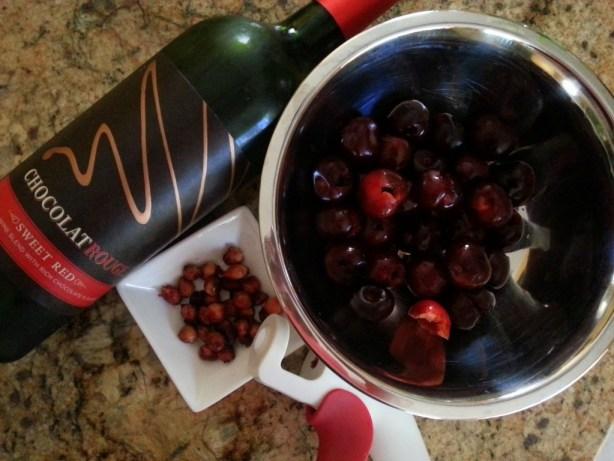 Ingredientes para preparar la salsa de Vino de Chocolate y Cerezas