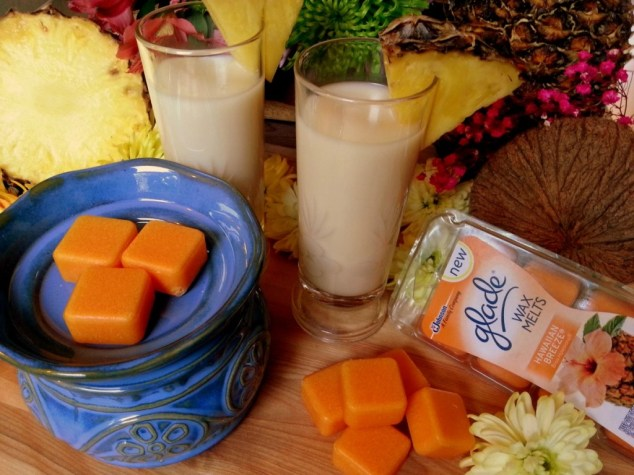 Piña Colada Smoothie inspired in the scent of the Glade® Hawaiian Breeze wax melt  #MeltsBestFeelings #shop
