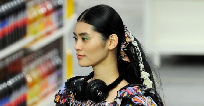 semana-de-moda-de-paris---desfile-chanel---beleza---rabos-de-cavalo-1394038378058_956x500