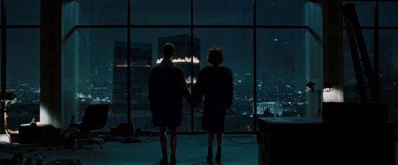 El narrador y Marla ven cómo los edificios se derrumban