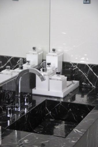adriano-gronard-arquitetura-interiores-banheiro-nero-marquina