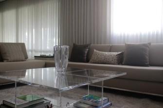 adriano-gronard-arquitetura-interiores-mesa-acrílico-sala