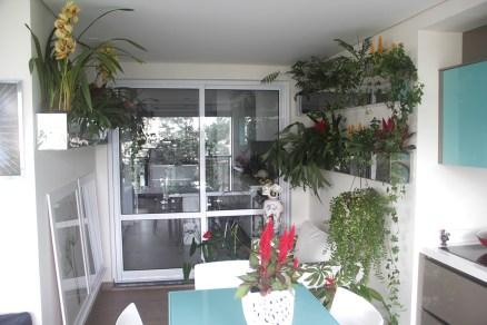 adriano-gronard-arquitetura-paisagismo-mesa-vidro-floreira-inox