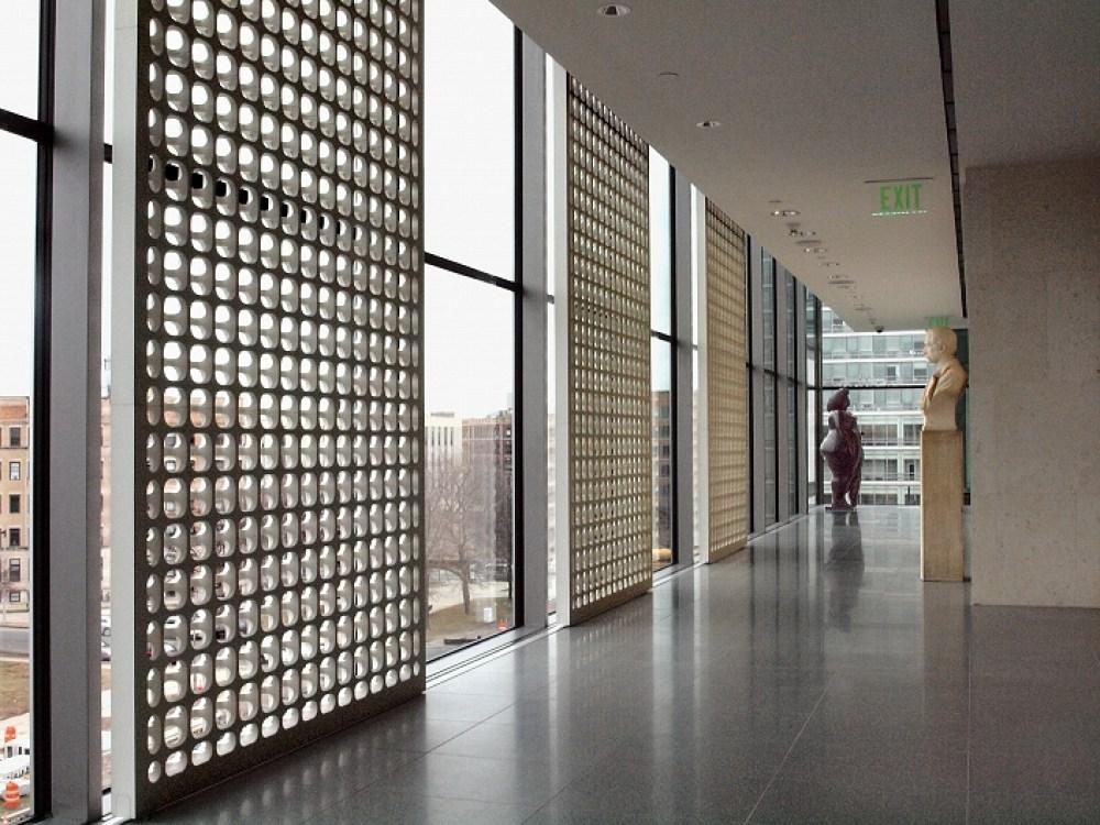O elemento vazado abaixo, de criação do mesmo escultor, foi executada em MDF para o Museu de Artes finas de Boston, obra do arquiteto Norman Foster.