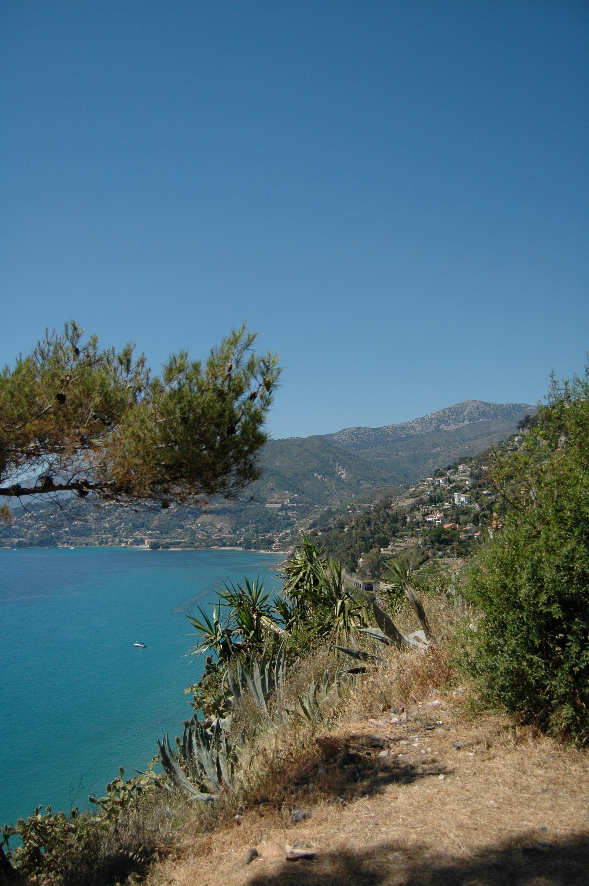 Ventimiglia (IM), scorcio della zona di ponente