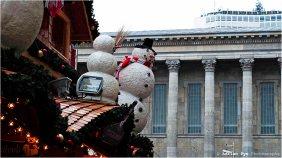 Snowmen gargoyles