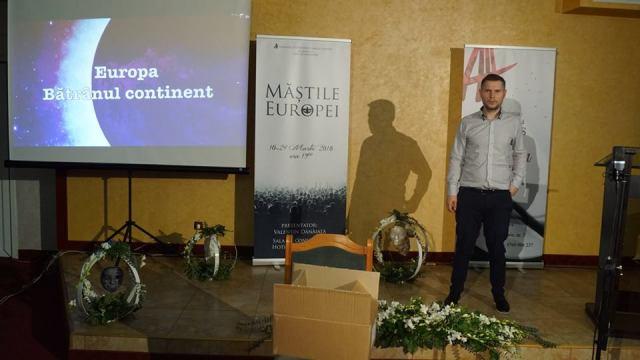 Particip și astăzi la Sunt prezent la Măștile Europei.