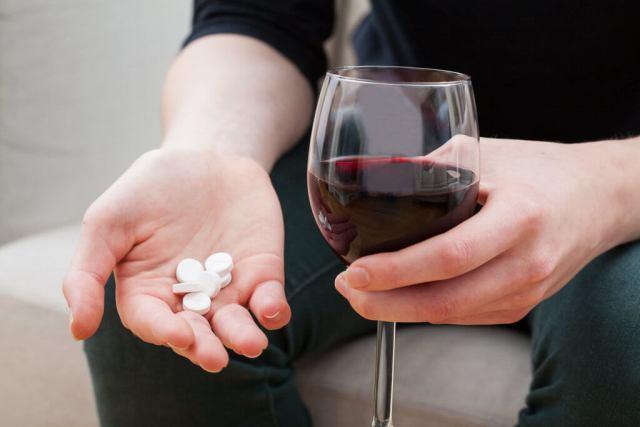 Nu amesteca pastilele cu alcoolul