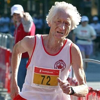 Tiene 85 años y corrió los 21k en menos de 2 horas