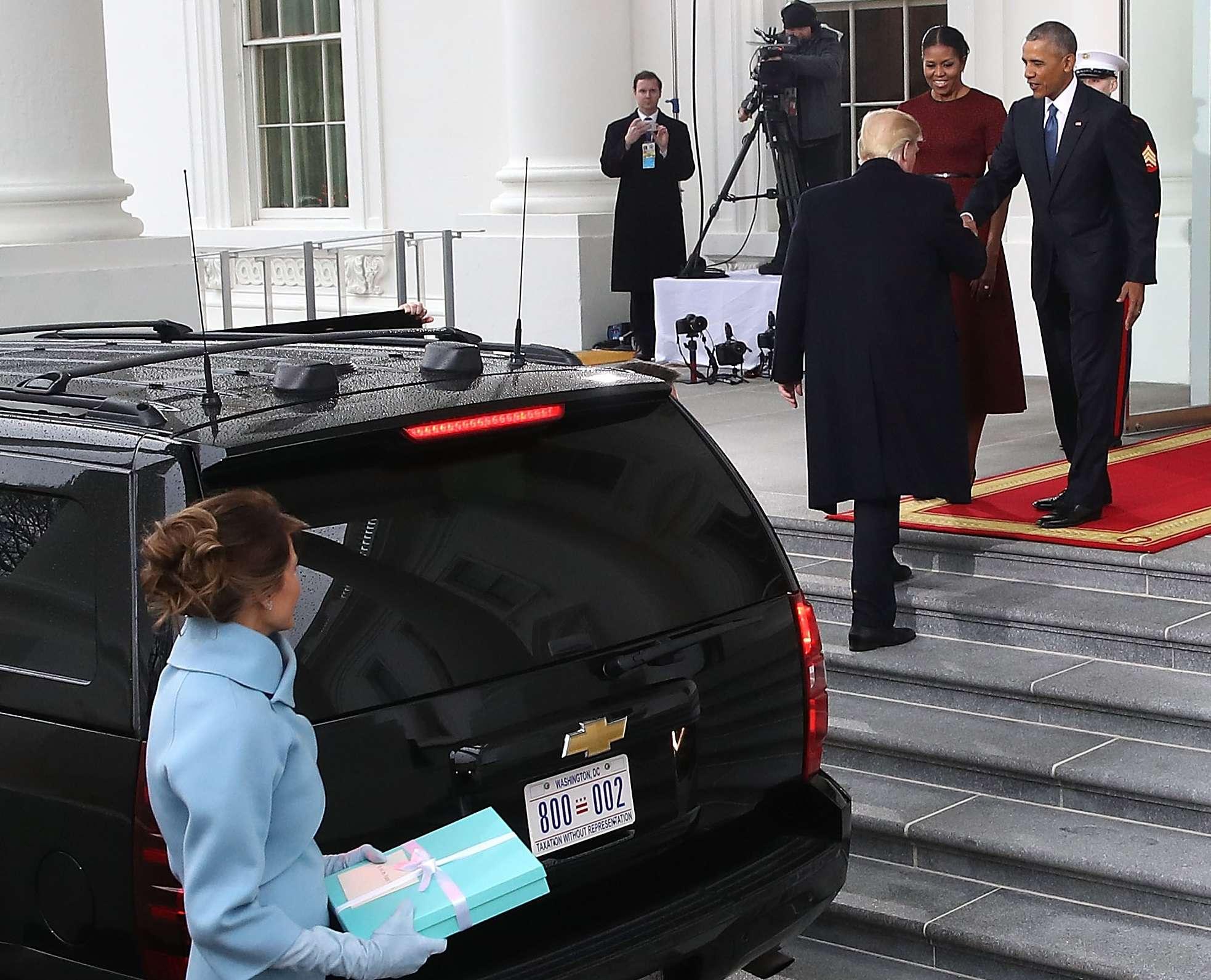 ¿Qué le regaló Melania Trump a Michelle Obama? | El Diario NY