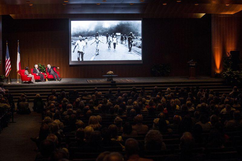 Cómo la fotografía moldeó nuestras narrativas sobre la guerra de Vietnam · Global Voices en Español