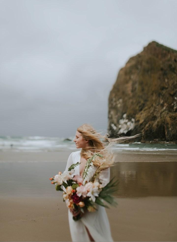 Love on the beach   Adri De La Cruz Chicago and West suburbs intimate wedding photographer