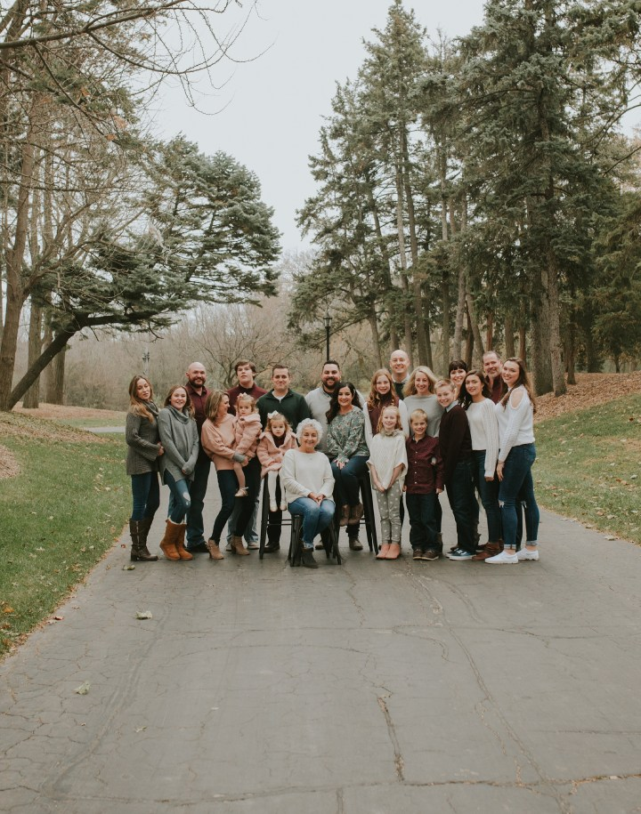 For Grandma | Oak Brook, IL extended family session